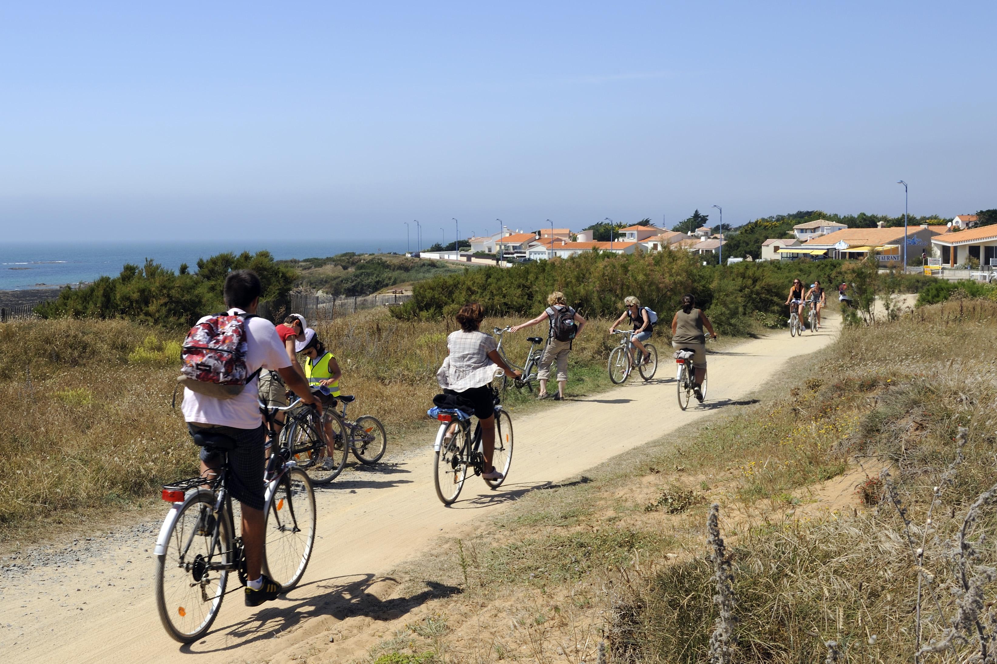 Profitez des pistes cyclables en accès direct du Camping L'EDEN à Brétignolles sur Mer en toute sécurité