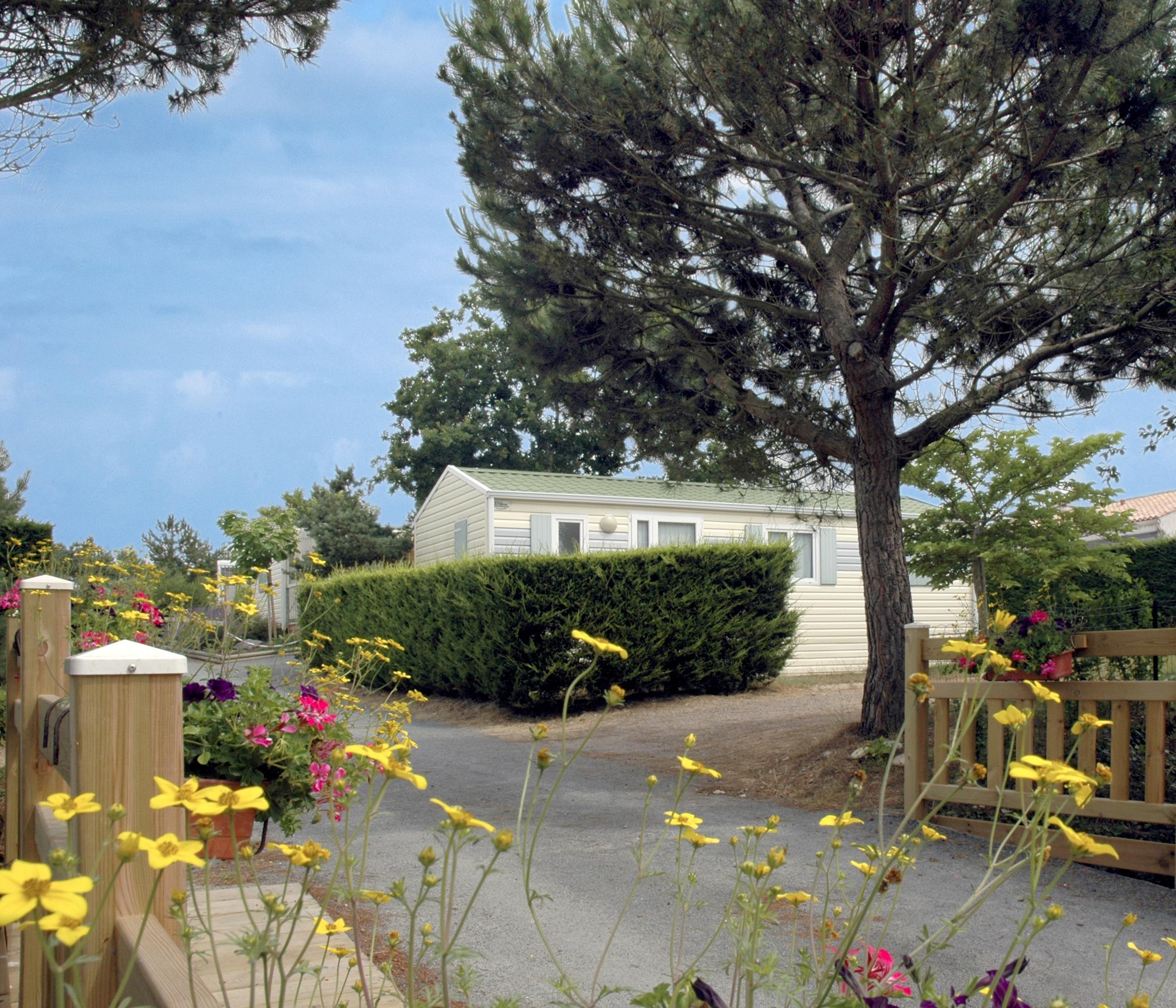 Séjournez en location mobil-homes au Camping L'EDEN 3 étoiles pour des vacances optimisées