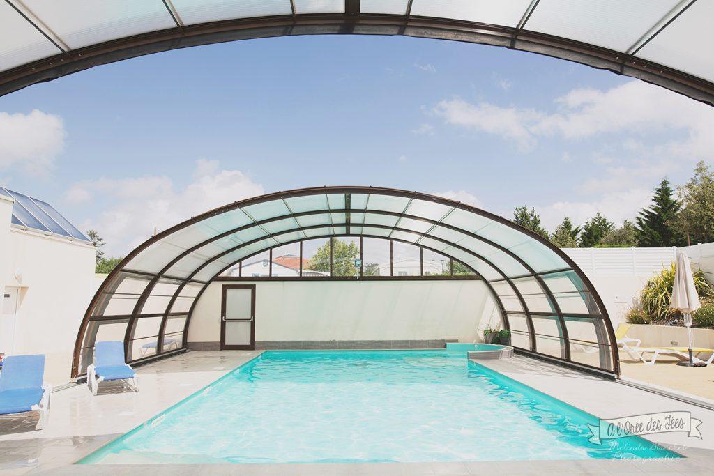 La location mobil-home PMR est à proximité immédiate de la piscine couverte  au Camping L'EDEN à BRÉTIGNOLLES SUR MER