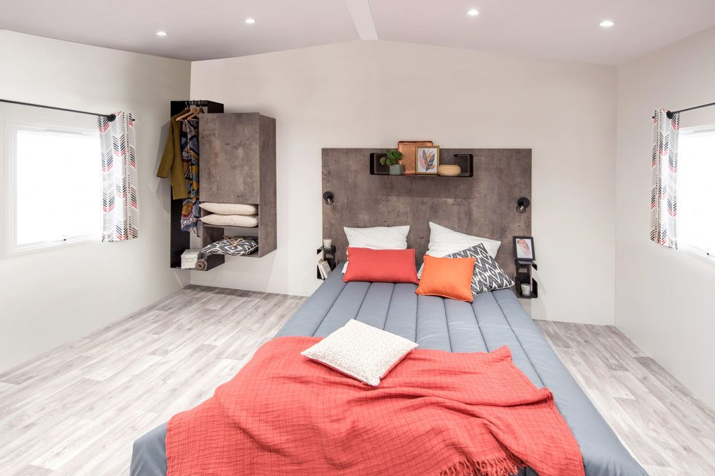 Chambre pour 2 personnes de la location mobil-home PMR du Camping L'EDEN à Brétignolles